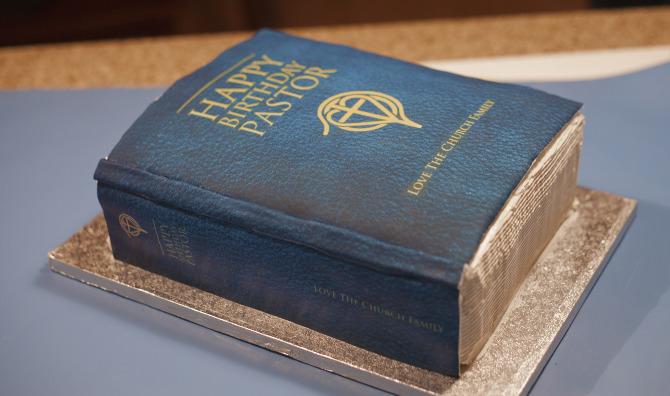 Bible_cake1.jpg