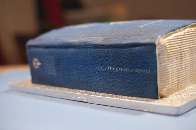 bible_cake2.jpg