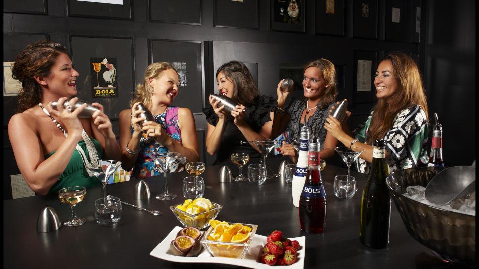14303_fullimage_3-girls-cocktails-560x350_tcm682-213320_560x350.jpg