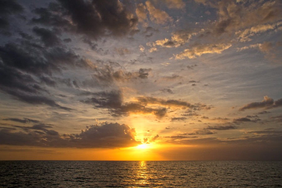 godray_sunset_2_sm.jpg