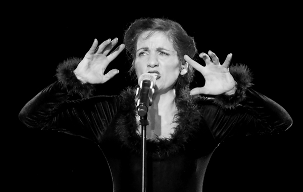 Michaela Burger as Edith Piaf