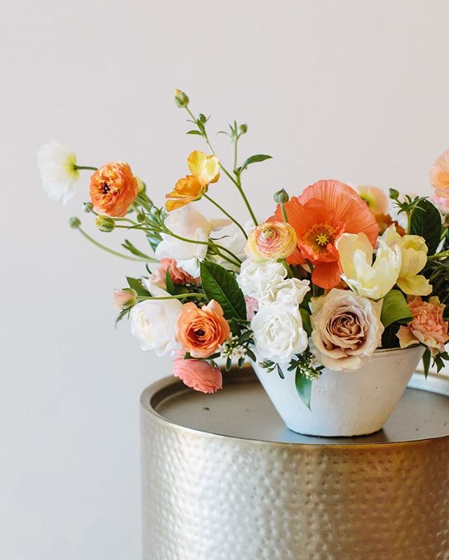 come on, get happy! for me, the answer to happiness to always poppies!  photo / @hanhaston  #bloomdallas #bloom #thedallascoterie #coterie #dallasweddings #dallastx #dallasflorist #bishoparts #oakcliff #girlgang #girlboss #weddingday #weddinginspiration #bride #engaged #stylemepretty #ruffledblooms #ruffledworthy #livefolk #kinfolk #thatsdarling #ohwowyes #pursuepretty #bloomcolorfully #flowerlibrary #floweroftheday #flowerporn #flowerstagram #teamflower #teamflowerconference