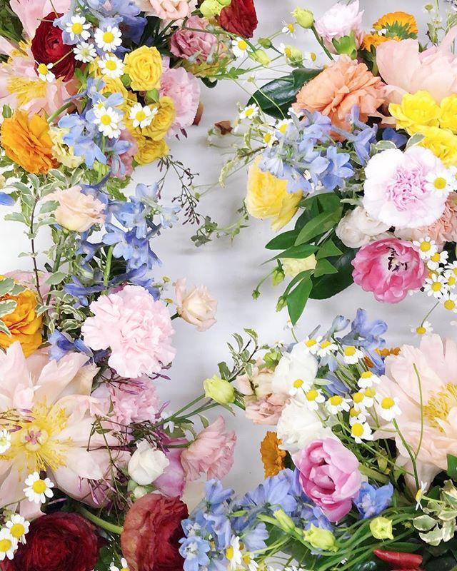 it's a @rewardstylehq kind of day // prepping these spring beauties for their big debut tomorrow at #rsthecon  #bloomdallas #bloom #thedallascoterie #coterie #dallasweddings #dallastx #dallasflorist #bishoparts #oakcliff #girlgang #girlboss #weddingday #weddinginspiration #bride #engaged #stylemepretty #ruffledblooms #ruffledworthy #livefolk #kinfolk #thatsdarling #ohwowyes #pursuepretty #bloomcolorfully #flowerlibrary #floweroftheday #flowerporn #flowerstagram