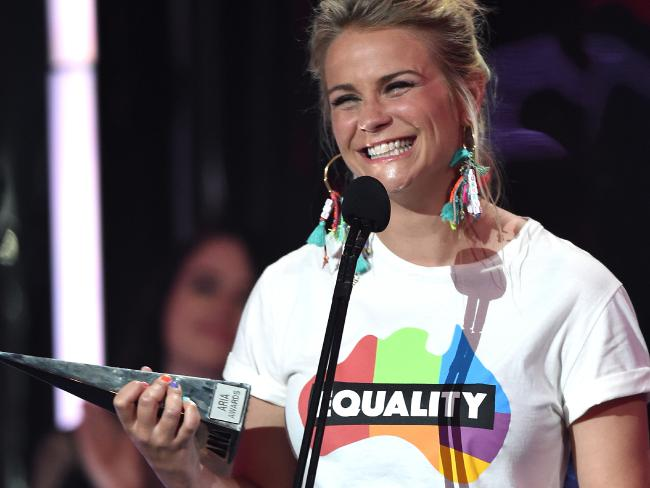 Angie accepting Sia's Aria award for best female artist on behalf of Australian Marriage Equality