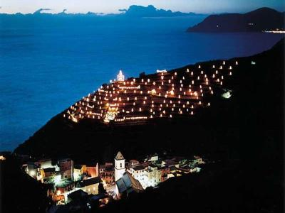 do-not-miss-the-worlds-largest-nativity-scene-in-manarola-cinque-terre-21439718.jpg