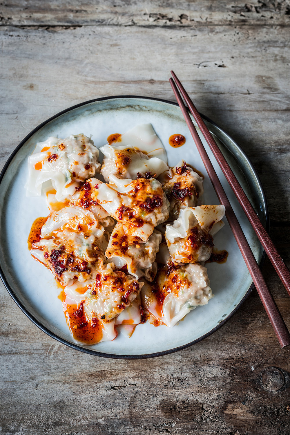JUICY PORK & CORIANDER WONTONS - Really easy and delicious pork and coriander wontons with black vinegar and chili oil.
