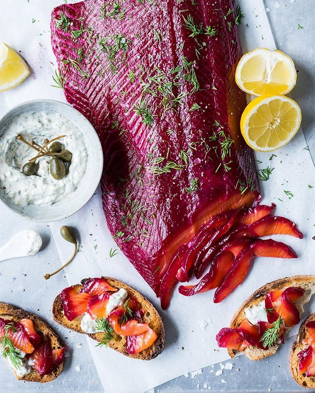 Happy New Year everyone! If you're continuing on the summer celebrations like myself, give this delicious beetroot gravlax a whirl. Recipe is in collab with the wonderful @regalsalmonnz and is on the blog now!