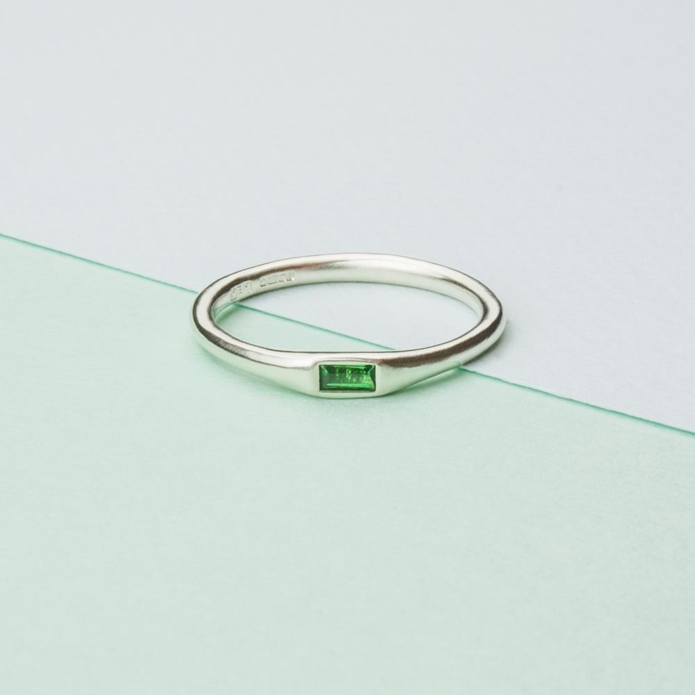 Baguette-Tsavorite-Ring-1000.jpg