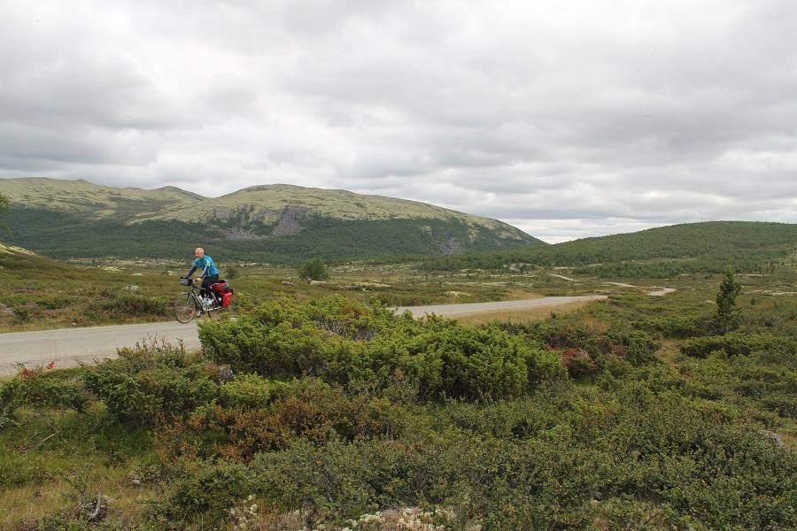 Noen drøye bakker opp til Einunndalen. Belønninga er fredelige fjellveier i storslått seterlandskap.