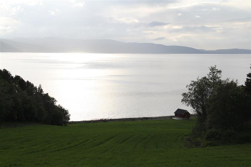 Fint lys fra Agdenes over Trondheimsfjorden.