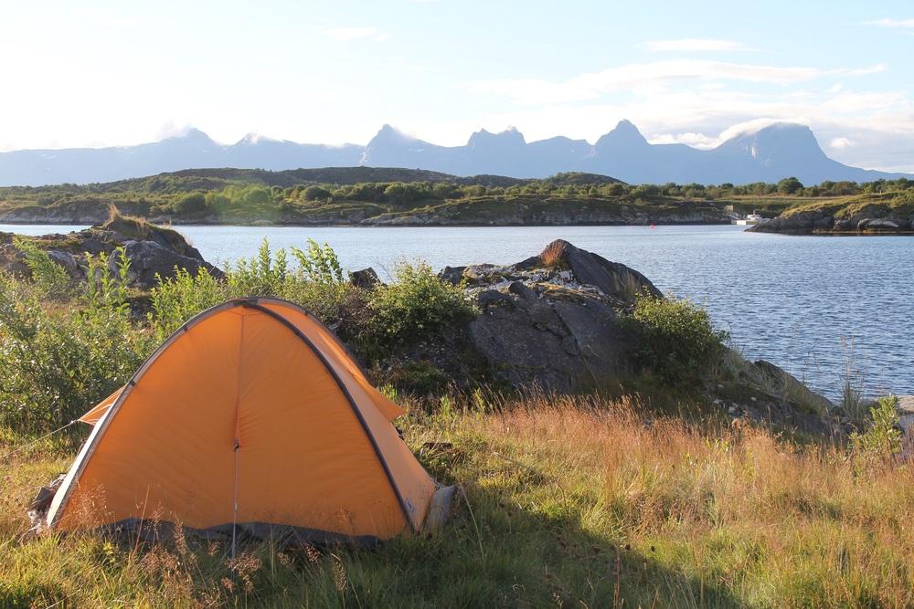 Morgenstund på Herøy. Utsikt mot De syv søstre på Helgeland.