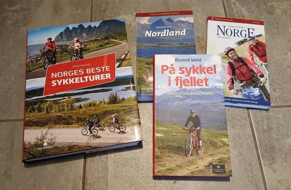 Det er mye inspirasjon å finne i sykkelguidebøker.