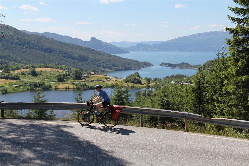 hardangerfjorden-sykkel.JPG