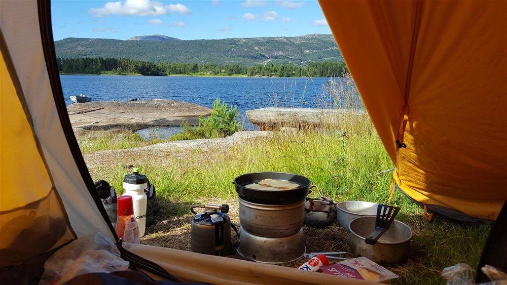morgenstund-hardangerfjorden-telt.jpg