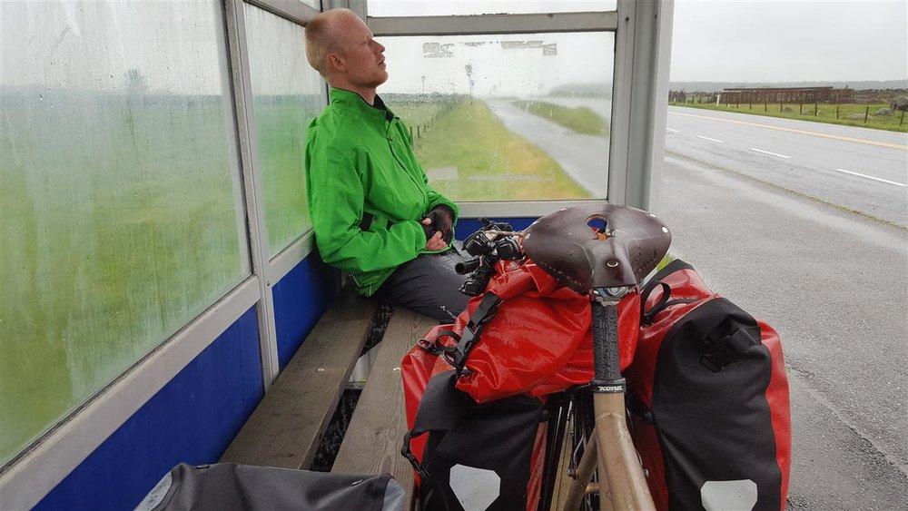 busskur-kontraster-sykkeltur.jpg