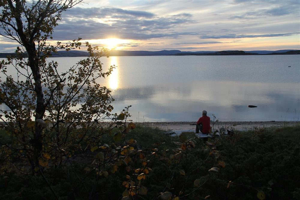 En stille kveld ved Porsangerfjorden i Finnmark.