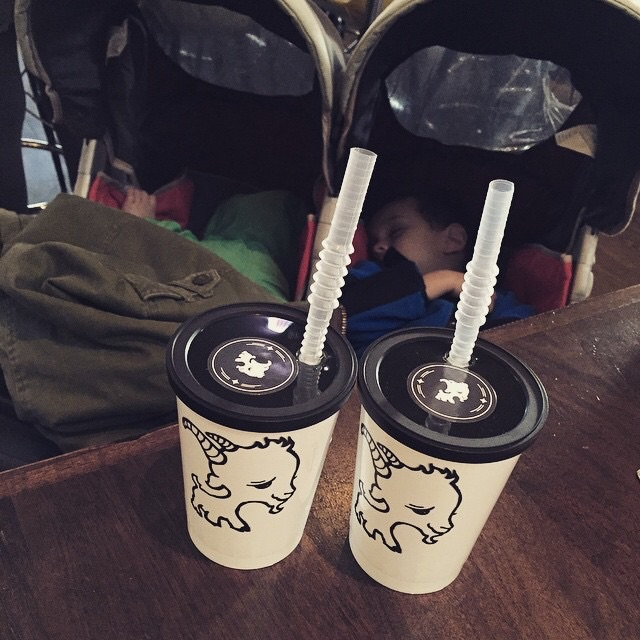 Tuckered out because we made the unfortunate decision of walking from Navy Pier all the way to Randolph Street. They woke up about 30 min post arrival and loved their kids meals. And c'mon, those cute kids cups are everything.