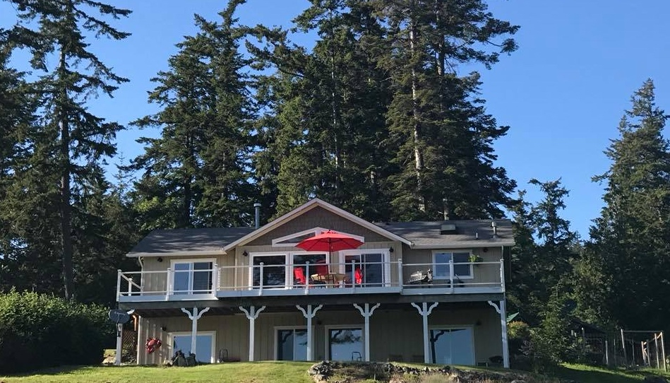 ZeKiwi BnB is on the ground floor with three large windows (on the right) looking out at bald eagles, ships, tugs, sailboats and Cap Sante along the Guemes Channel. Outside there is a large patio for BBQing and just enjoying being outside.