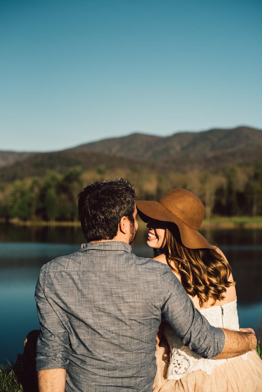 Shenandoah-Valley-National-Park-Adventure-Couple-Portraits-White-Sails-Creative_4.JPG