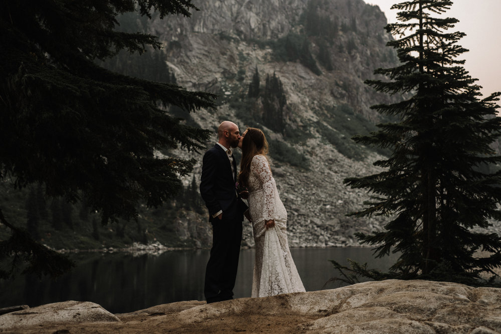 Megan and Andrew Lake Valhalla Washington PNW Adventure Elopement White Sails Creative Sunrise Hike_2.JPG