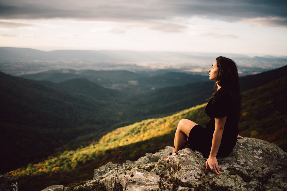 Megan_Shenandoah_National_Park_Windy_Romantic_Portraits_91_1.jpg