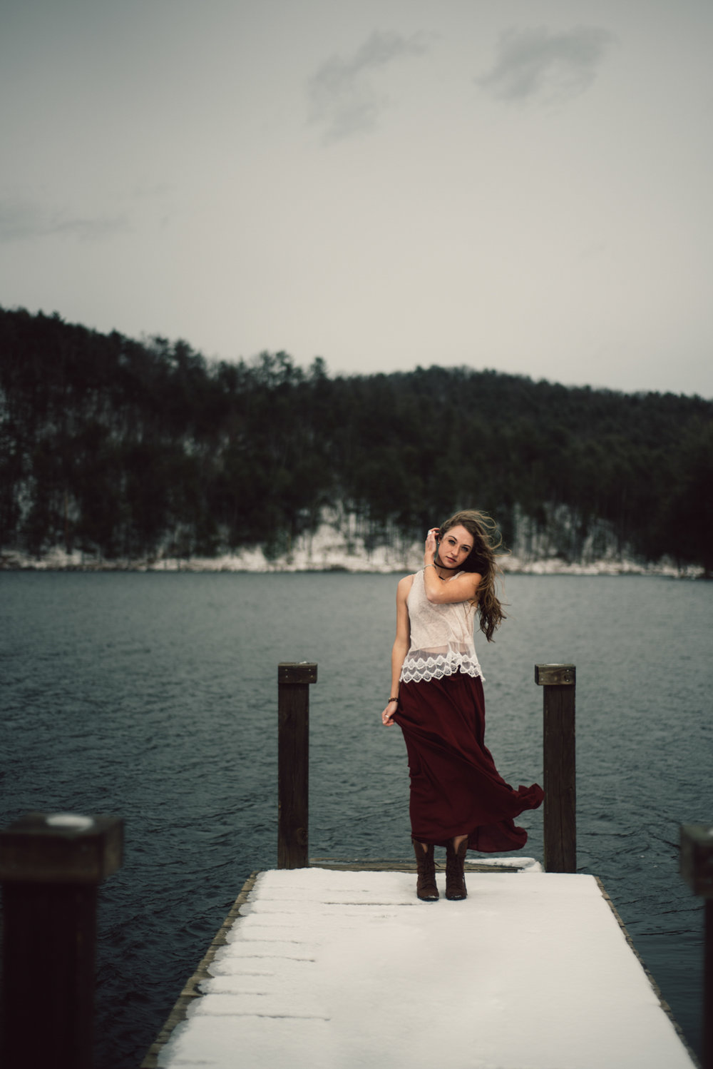 Moody+Snowy+Portrait+Session+at+Lake+Arrowhead+in+Luray+Virginia_4.jpg