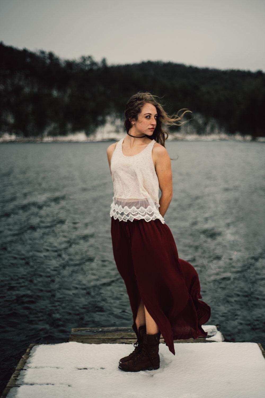 Moody+Snowy+Portrait+Session+at+Lake+Arrowhead+in+Luray+Virginia_22.jpg