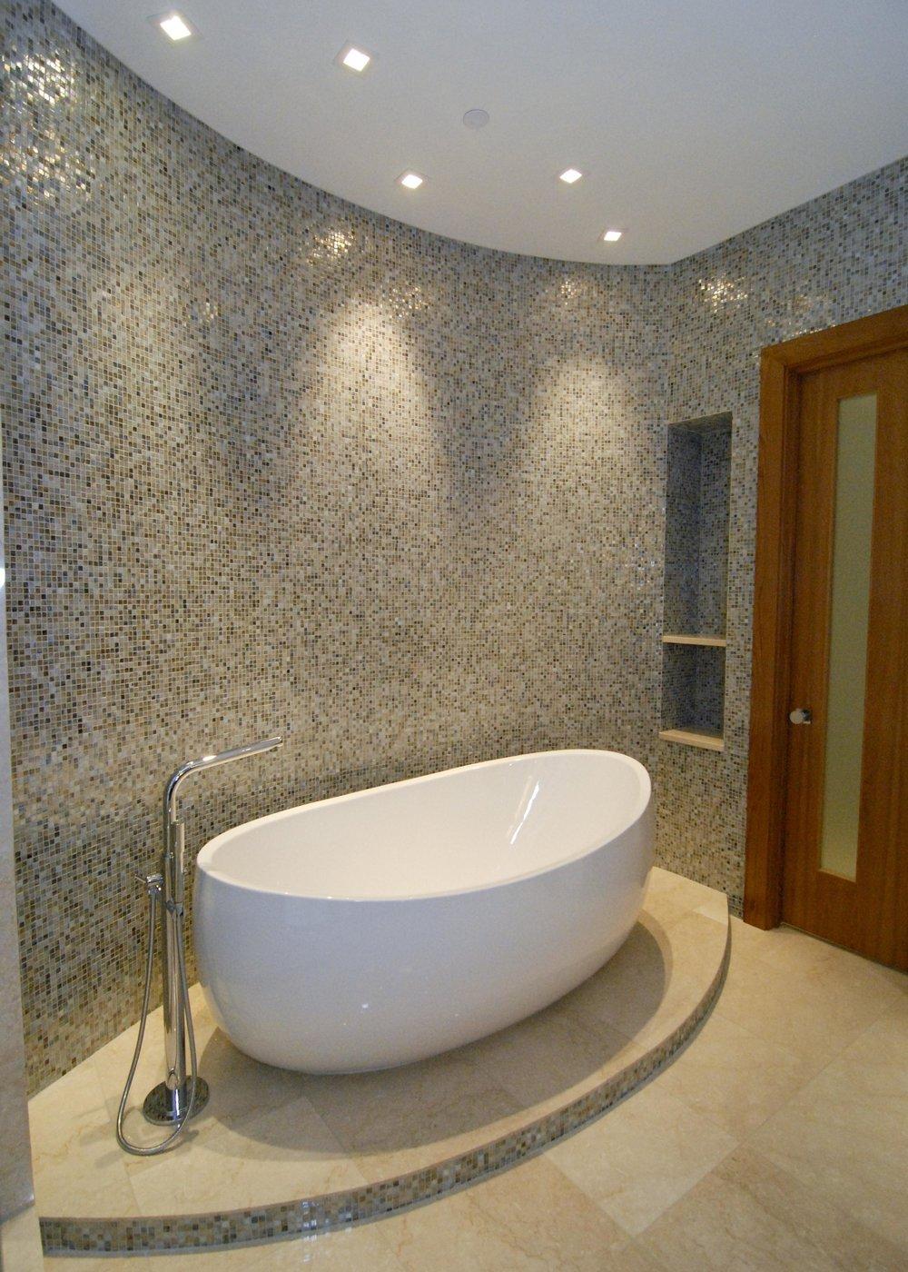 Master_Bath_tub_3.jpg