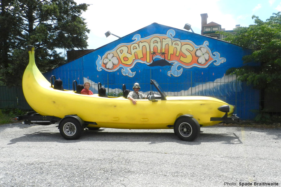 Great googilymoogily!! It is a bananarang rollycar, guys!! I wanna ride innit!! Yes!! 😃