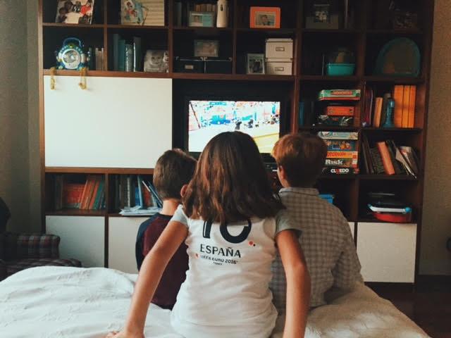 6.22 / 10:10 post meridiem // siblings watching Spain play. Spain lost to Croatia in the last few minutes.