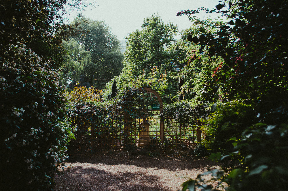 Hidden Garden somewhere unknown | London | 2017 | Essentials : Warm Memories