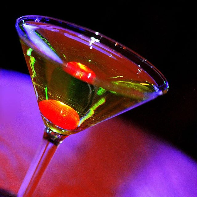 Happy #NationalVodkaDay! Why not celebrate with our signature Shikitini #cocktail? Happy Hour is now from 5pm to 7pm! #orangecounty #ocfoodie #drinks #happyhour #martini #dinnertime #fullbar