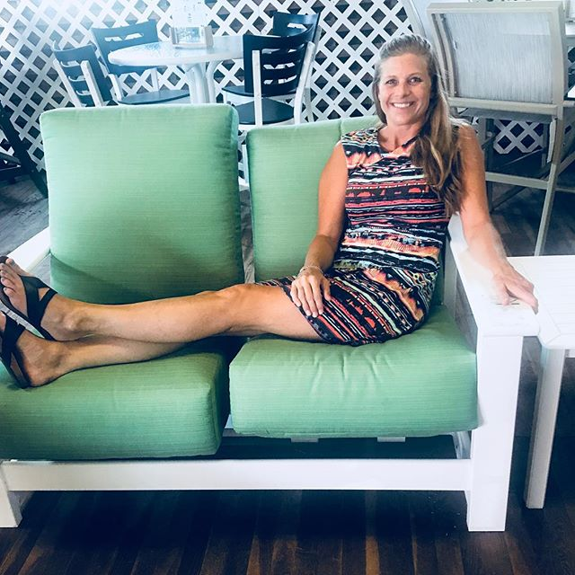 Today's coordinating furniture is Leeward hidden motion loveseat by #telescopecasual #madeintheusa🇺🇸 It rocks! No litterally- Independent motion in each seat!