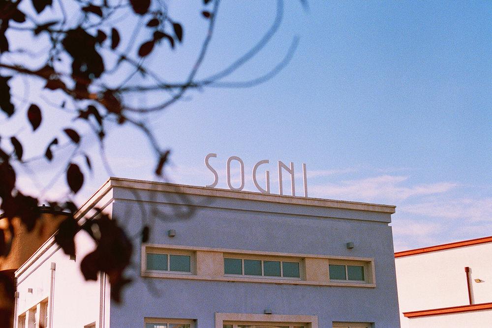Minimalist building in Tresigallo