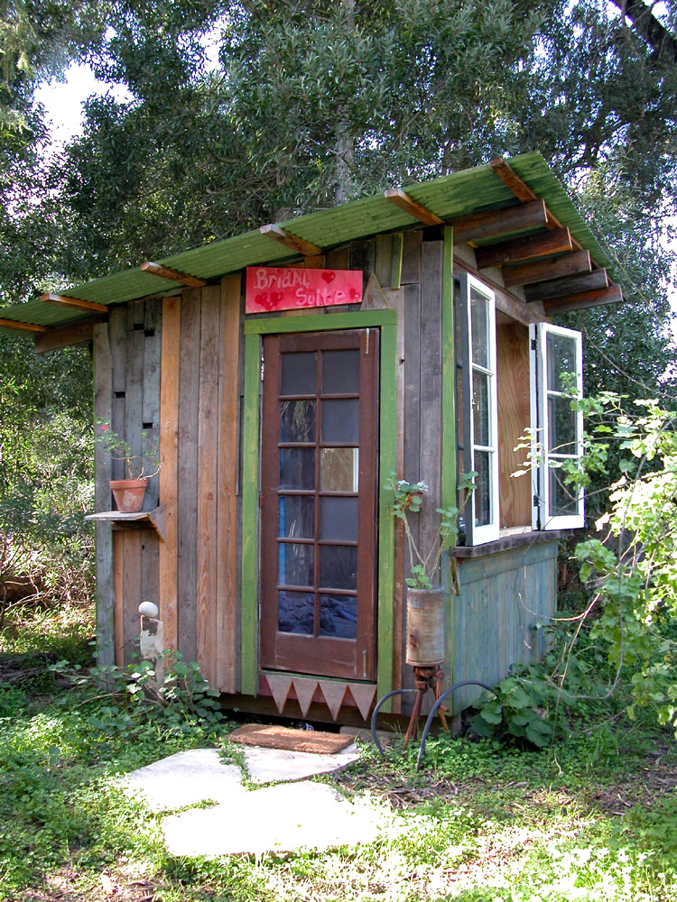 Huts_Exterior1001.jpg