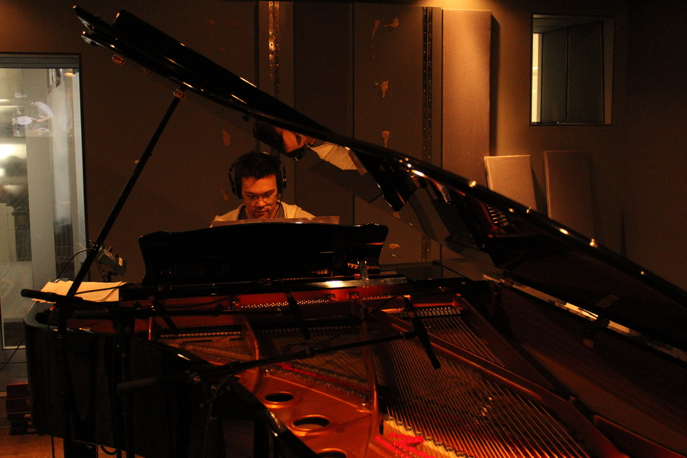 Isamu McGregor on piano