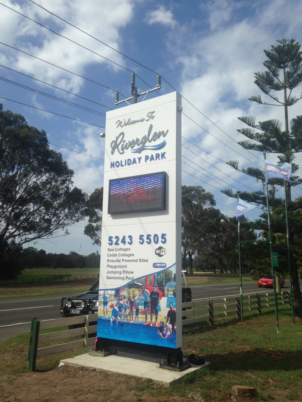 Pylon Sign Riverglen Holiday Park with LED Screen.JPG