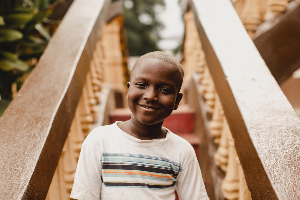 i don't know this little boy's name, but he was by my side smiling every single day.