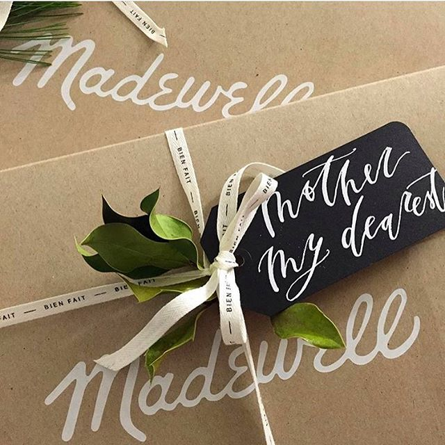 If you want to gift a pretty package like this I'll be at @madewell UTC TOMORROW from 6-9pm!! Free customized gift tags 🙌🏼, holiday cards 💌, the slow down print 👌🏼, and obviously the best gifts ever 💁🏼. Come say hi! 👋🏼 #everydaymadewell #sandiego #lajolla