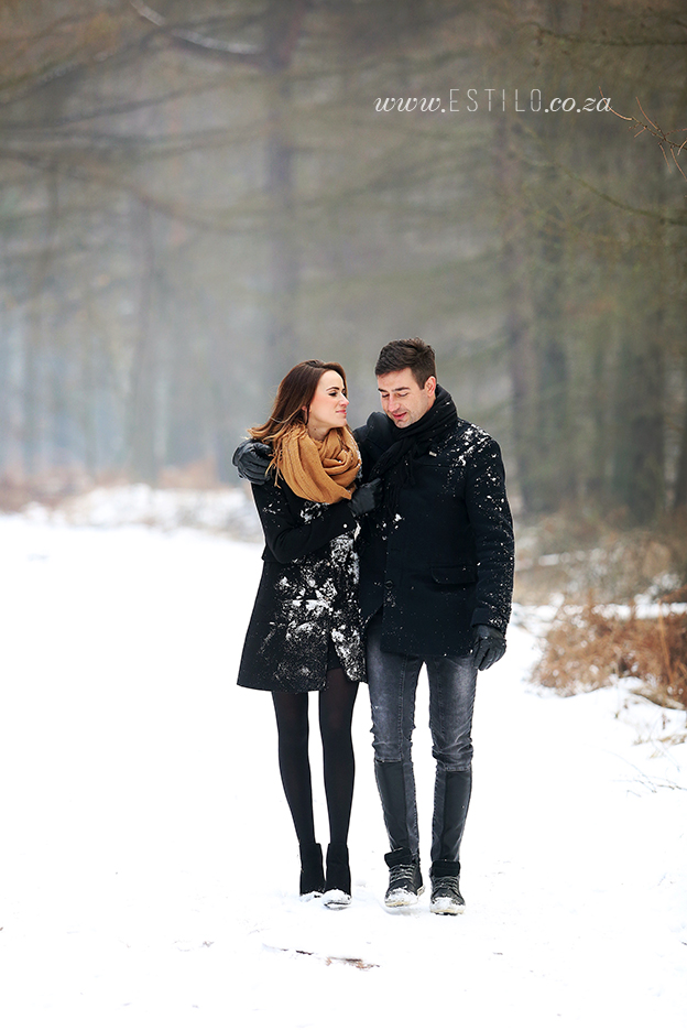poland_engagement_shoot_winter_engagement_shoot_engagement_shoot_in_snow (8).jpg