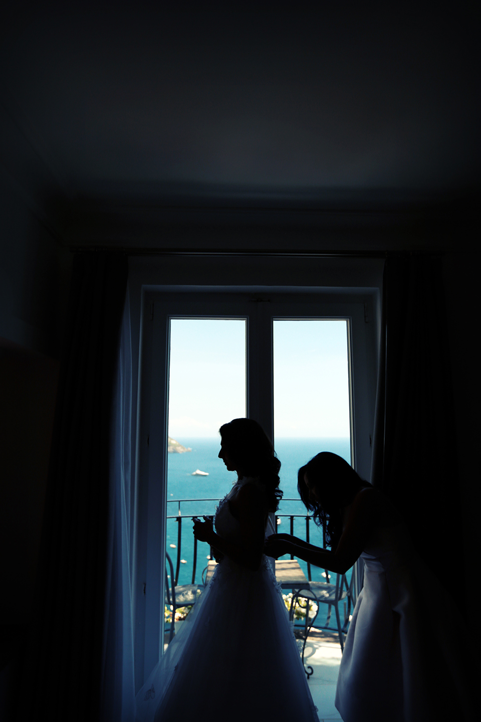positano-weddin-photographers-italy-wedding-photographers-destination-wedding-photographers-estilo-best-wedding-photographers-in-the-world-casper-bosman-wedding-gown-wedding-style-stylish-modern-wedding-photography-012.jpg