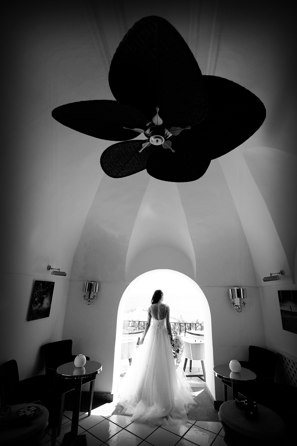 positano-weddin-photographers-italy-wedding-photographers-destination-wedding-photographers-estilo-best-wedding-photographers-in-the-world-casper-bosman-wedding-gown-wedding-style-stylish-modern-wedding-photography-016.jpg