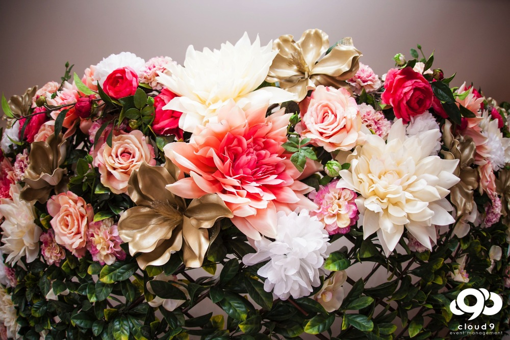 Flower wall photo backdrop - the silk flowers in detail