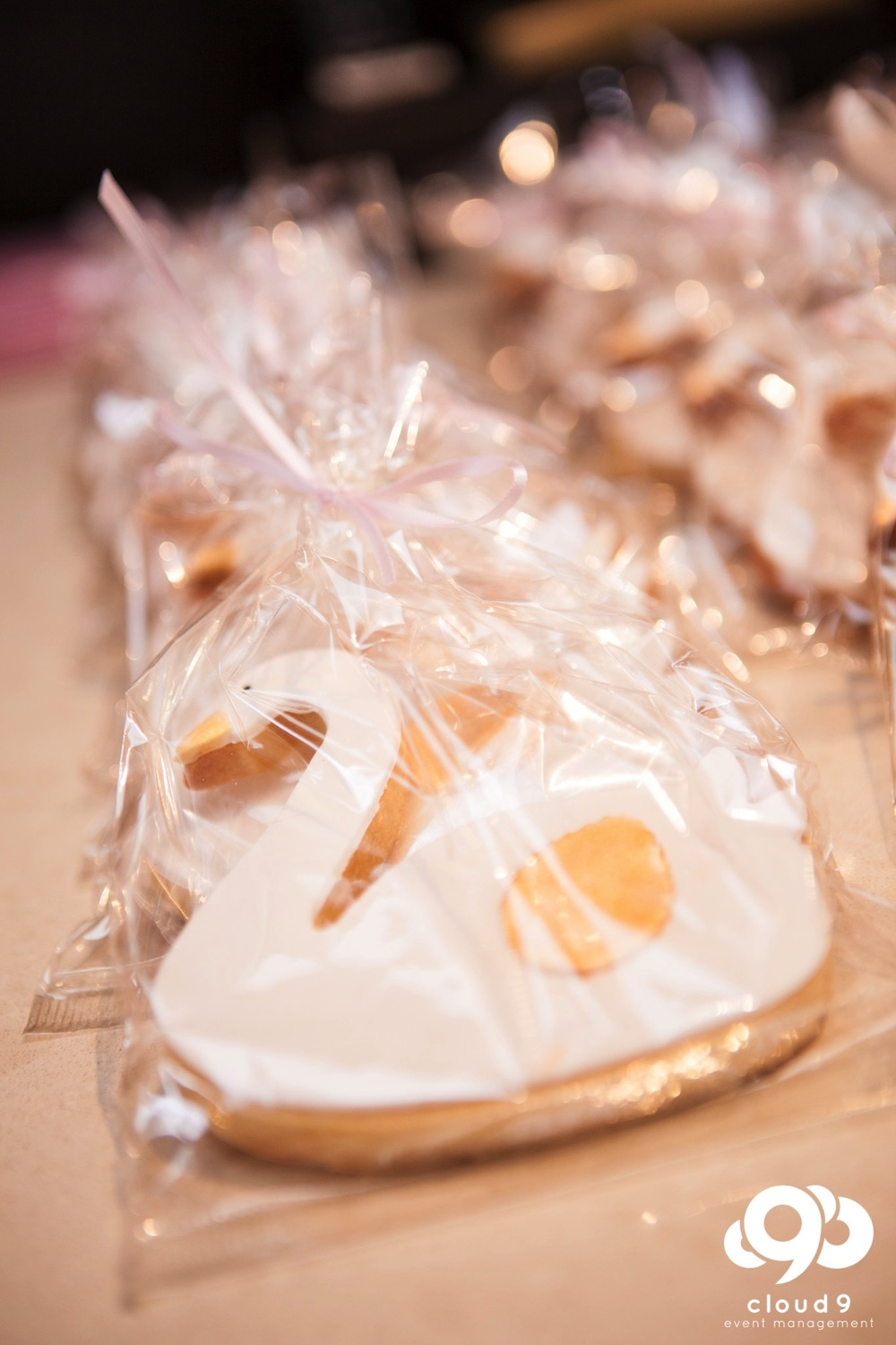 Custom swan shaped cookies for guests to take home
