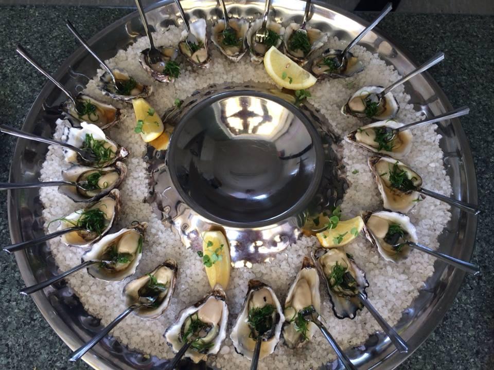 Oysters w: lemon.jpg