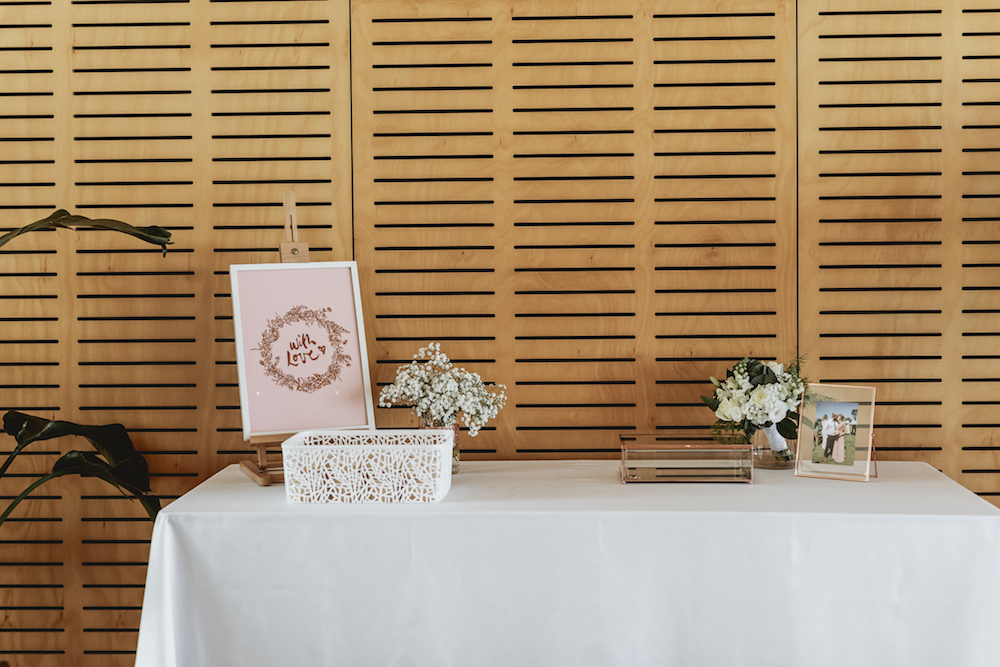 Gift_Table_Wedding_Ideas_Avalon_Beach.jpg
