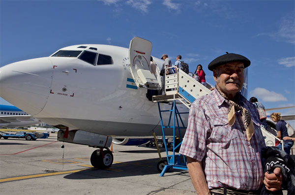 "Thenis ""Ty"" Dickason about to board a plane for the first time. (© Richard Finn Gregory – GOOD WORK)"
