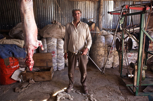 "Osvaldo ""Koor"" Dickason with his sheep shears, and freshly-slaughtered lamb for lunch on his farm in Patagonia. (© Richard Finn Gregory – GOOD WORK)"