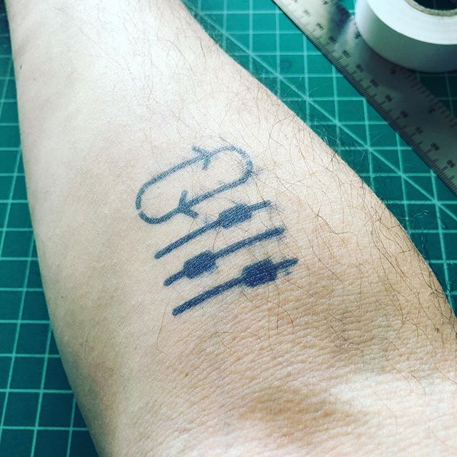 "I won't commit to a new TV without exhaustive research, so why should tattoos be any different? This is a temporary tattoo so I can see if I like the idea. It means ""Always iterate or improve"" / No puedo comprometerme a un televisor nuevo sin investigar exhaustivamente, entonces, ¿Porque no hacer lo mismo con tatuajes? Esto es un tatuaje temporario para ver si me gusta la idea. Significa ""Mejorar siempre"" #temporarytattoo #research"