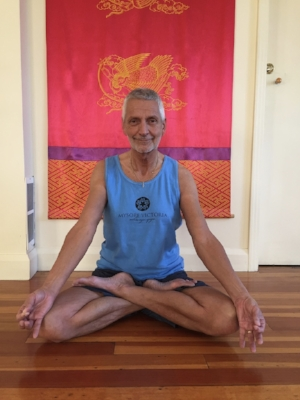 David Knee in Padmasana